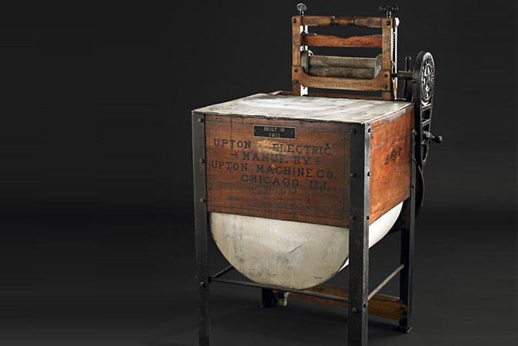 Первая стиральная машина Whirlpool (тогда ещё Upton Machine Company)