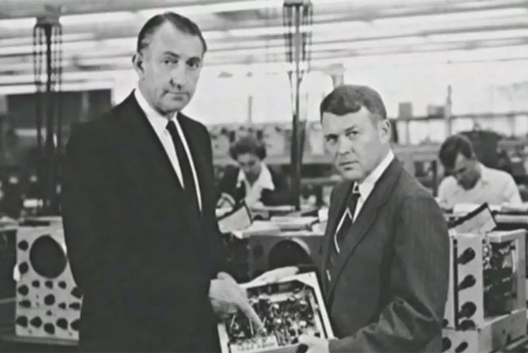Основатели корпорации HP Билл Хьюлетт иДэвид Паккард