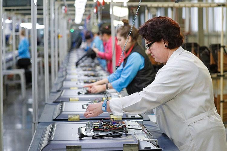 Производственная линия телевизоров на заводе «Телебалт»