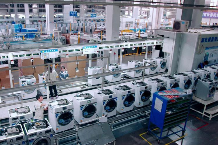 Производственная линия стиральных машин на заводе