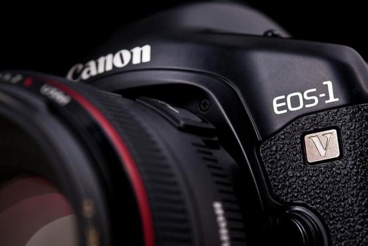 Фотокамера Canon EOS-1v