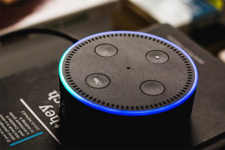Домашний помощник Amazon Echo Dot