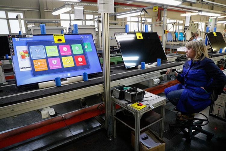 Сборка телевизоров на заводе «Телебалт»