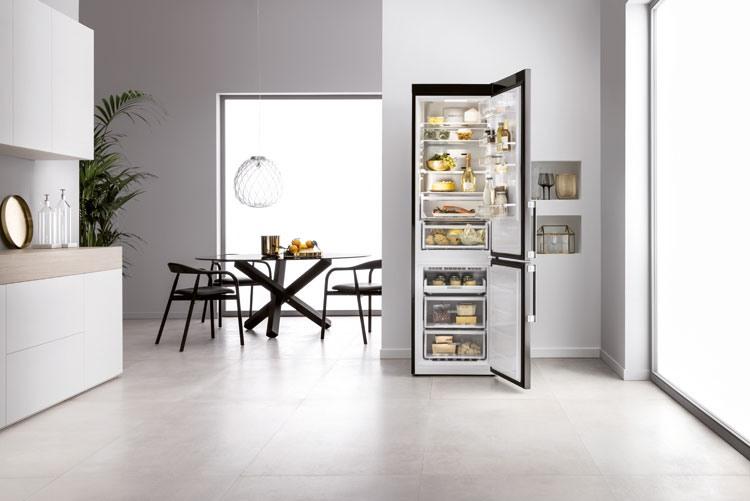 Холодильник Whirlpool W Collection No Frost