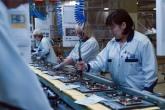 На заводе работает 800 сотрудников при 3х сменной работе