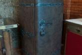 Средневековый холодильник обшитый кожей